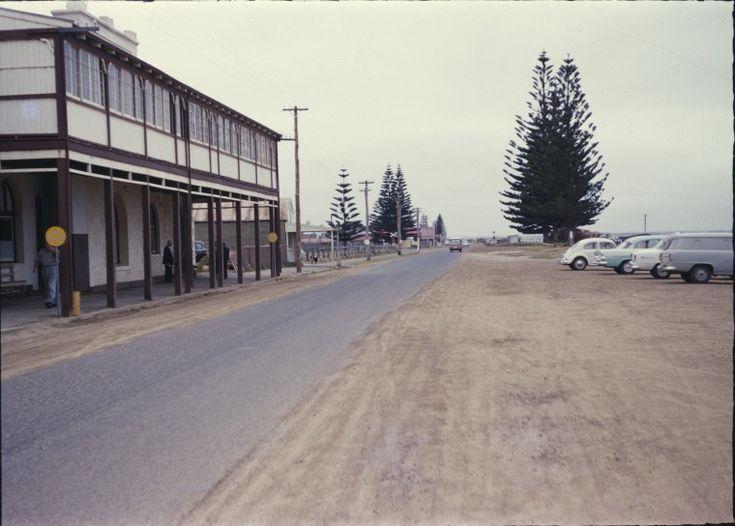 140202PD: Pier Hotel, The Esplanade, Esperance, ca 1962 http://encore.slwa.wa.gov.au/iii/encore/record/C__Rb3329387?lang=eng