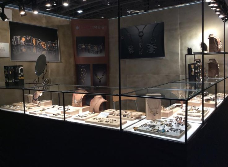 Great Retail Jewelry Display Using Abstracta Modular
