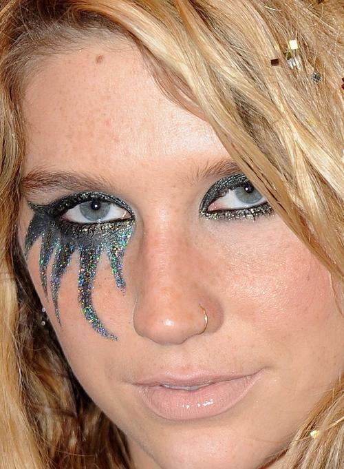 kesha... I like how she just has the one eye done.
