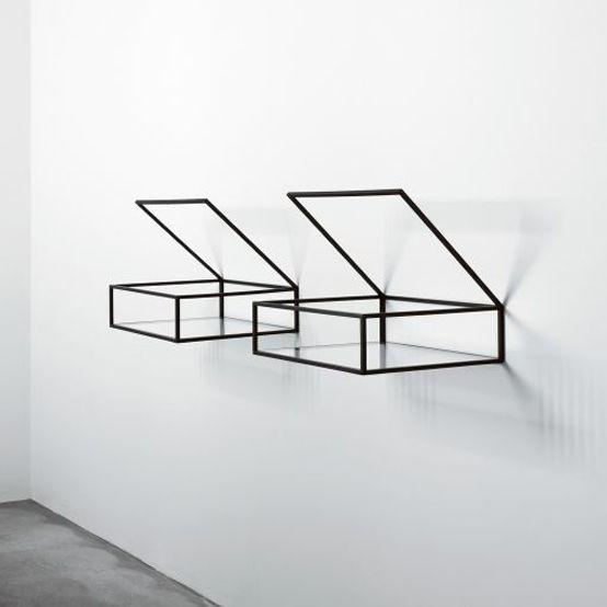 minimalist in black | bookshelf . Bücherregal . étagère à livres | Design: kubodo |