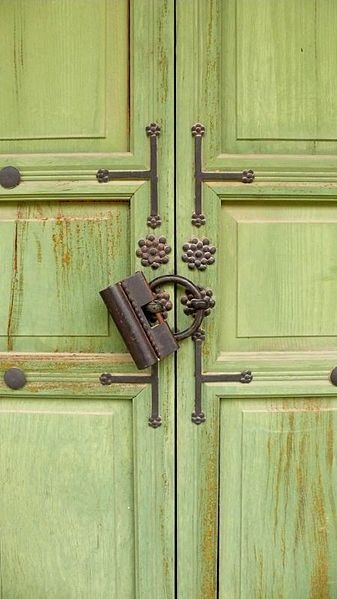 File:Korea-Seoul-Changdeokgung-Green door with a lock.jpg