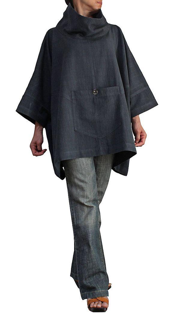 ChomThong mano tejido algodón 100%  Color: Gris  Talla única Pecho: 210cm Longitud: 66cm La medida desde el centro de la zona de la nuca para terminar las mangas: 64cm  Sin forro  (para su referencia, el modelo femenino es 158cm de altura).