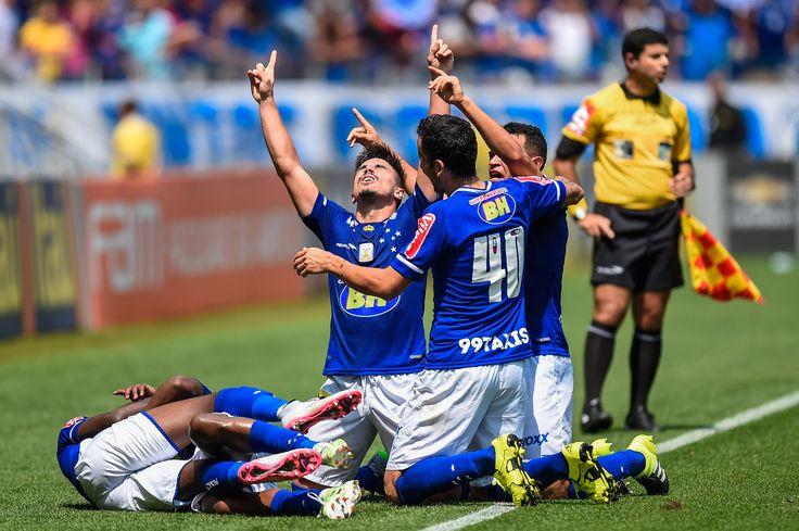 Após ficar 156 dias sem balançar as redes, Willian desencantou nesta manhã e marcou quatro gols na vitória do Cruzeiro sobre o Figueirense por 5 a 1, no Mi