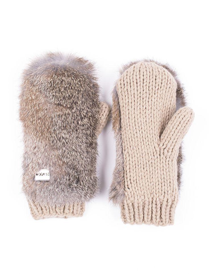 Mitaines en tricot avec fourrure de lapin OXYGEN $23,95 Ces mitaines en tricot avec le dos en fourrure de lapin vous donneront des airs glamours cet hiver. Doublées et offertes en plusieurs couleurs, elles vous offriront style et confort. 100% Acrylique Fourrure : Naturelle de lapin