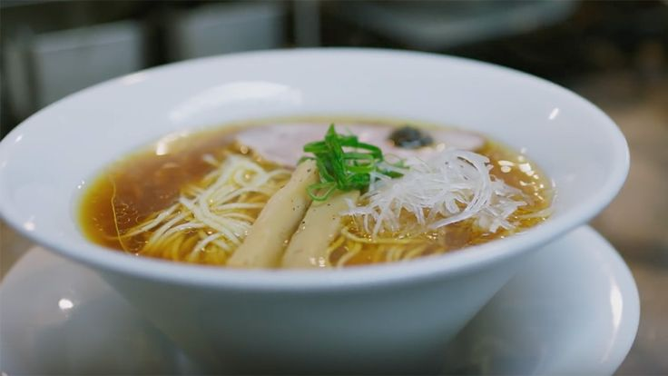 Two friends travel all the way from Amsterdam to Tokyo to discover the very first ramen restaurant in the world to have received one star from the Guide Michelin. On their trip the two friends do not only discover a part of Tokyo, but also find out what makes that specific ramen so special and …