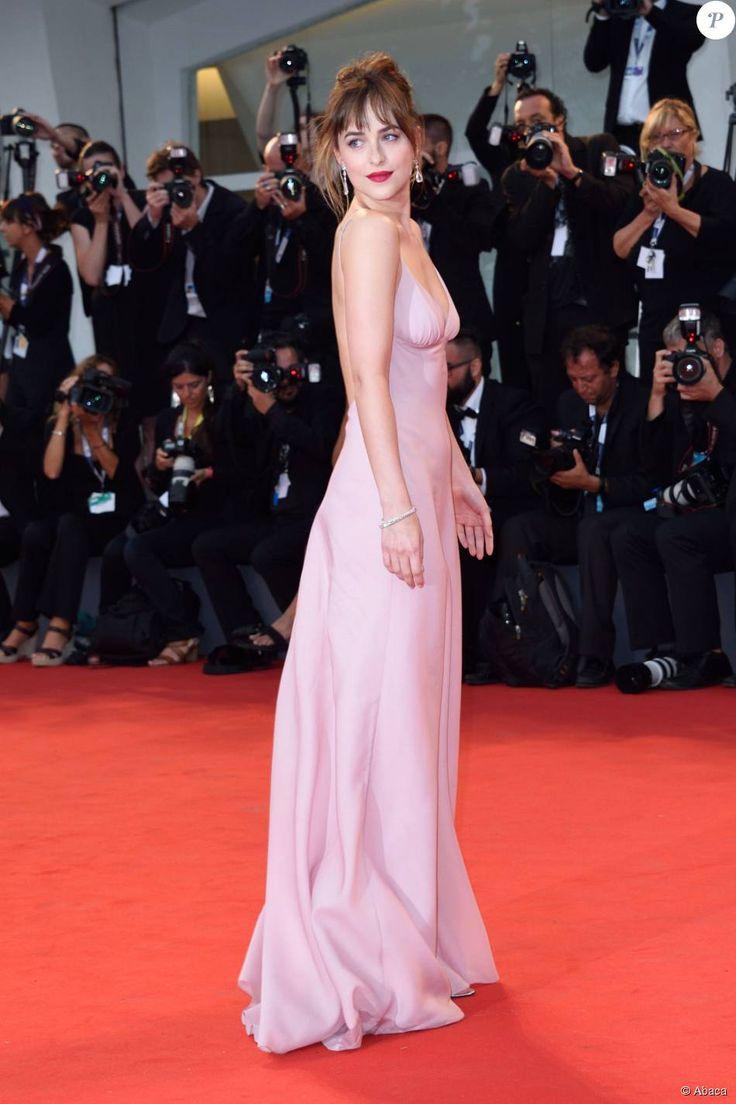 Dakota Johnson en robe Prada - Projection de Black Mass lors du 72e Festival du Film de Venise en Italie le 4 septembre 2015