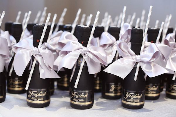 Champagne Bridal Shower Favors #Bachelorette #TacomaSpringWeddingExpo @BradBuckles & @BridesClub