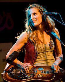 Emily Robison - Wikipedia