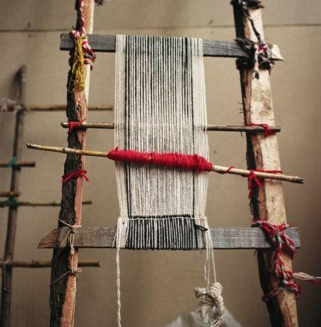 Artesania Mapuche, traditional loom.
