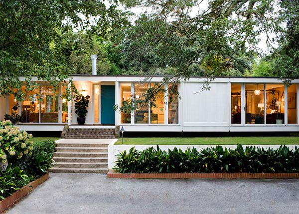 Angie Hranowsky Lakeshore mid century modern home exterior: Mid Century Modern, Modern Home Design, Interiors Design, Dreams House, Modern Interiors, Midcentury, Design Home, Modern House, Angie Hranowski