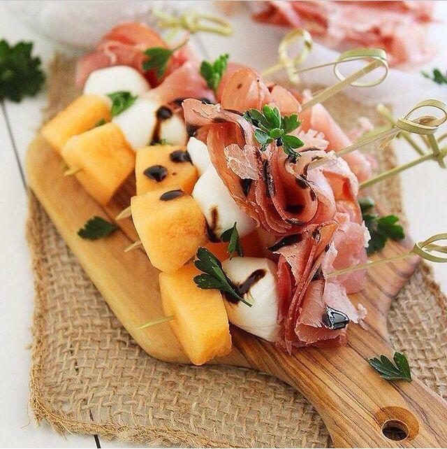 Presunto de parma + muzzarela de búfala + fruta