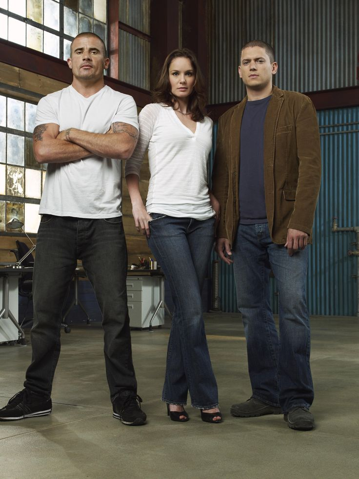 Prison Break - Season 4 (The Final Season) Cast Photo 2. From the left (??), Sarah ? and Michael Scofield. Great tv, show, group shot, photo