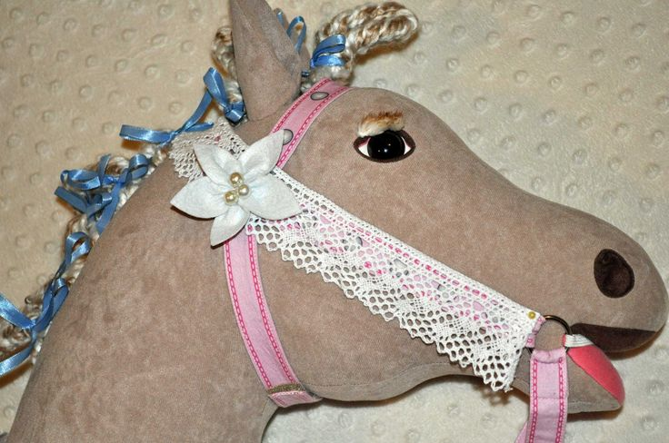 This handmade felt flower with pearl Bead centre adds a finishing touch to a Simple Bridle with Border Lace trim.
