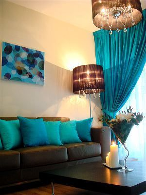 Turquoise & Teal living room - simple and nice - never thought I would say it, but I love this colour combination.