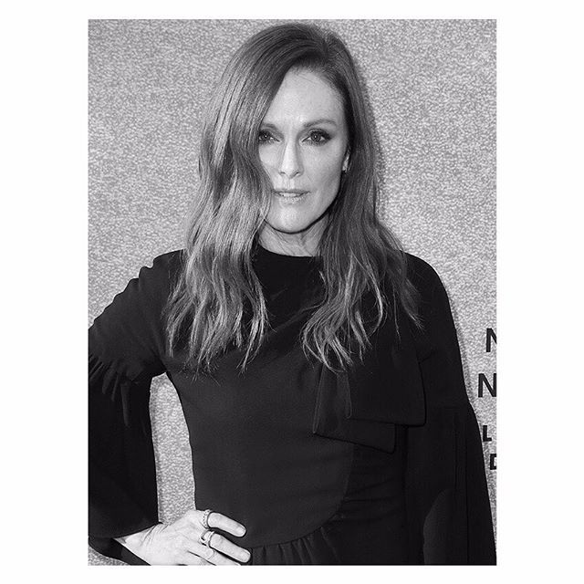 Instagram media by givenchyofficial - Givenchy Family: @juliannemoore wore a #Givenchy Fall Winter 2017 outfit to Spike's One Night Only: Alec Baldwin TV show held on June 26th, 2017 at the Appollo Theatre in New York, USA. #GivenchyFamily #GivenchyDress #BlackDress