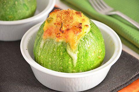 La ricetta delle zucchine tonde ripiene è davvero semplice e gustosa. Ho utilizzato un ripieno di zucchine stesse, pane e formaggio, profumato da prezzemolo e maggiorana per…