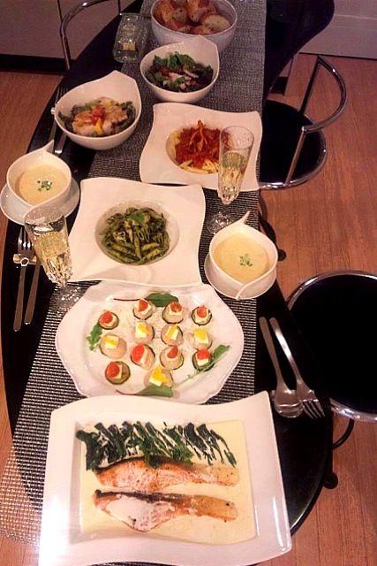 他には、ジェノベーゼのペンネ⭐舞茸とトマトソースのペンネ⭐ローストチキンのシーザーサラダ⭐タコとルッコラのサラダ⭐などです(^_^) - 8件のもぐもぐ - アトランティックサーモンのポワレ♪クリームソース⭐ホタテ、クリームチーズ、ズッキーニの前菜⭐トウモロコシのスープ⭐ by kumariextreme