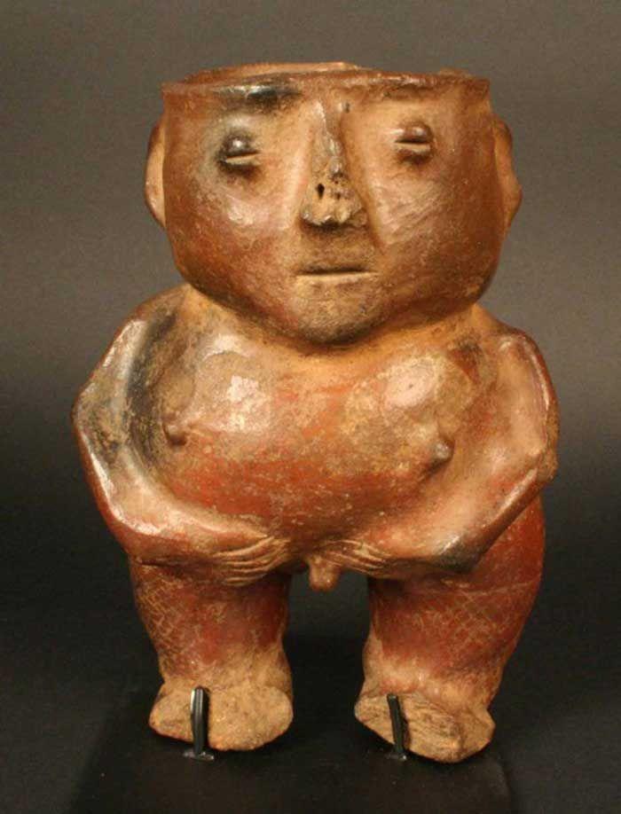 Recipiente antropomorfo masculino – Chile Precolombino   Material(es): Cerámica Período: Agroalfarero Temprano.+- 600 d.C. Estilo Pitrén. Medidas: 200 mm de alto x 130 mm de ancho Cultura: Pitrén