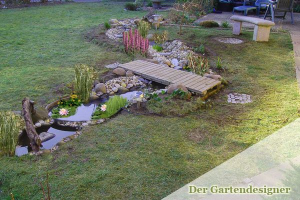 Wie gestaltet man einen Bachlauf im eigenen Garten? Hier finden Sie eine Bauanleitung für einen Bachlauf, wie Sie kostengünstig Ihren Garten aufwerten und eine Oase der Ruhe schaffen! Am Anfang ste…