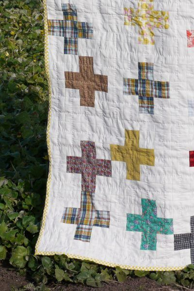 Cross quilt III by Montse Llamas. Hand pieced and quilted.