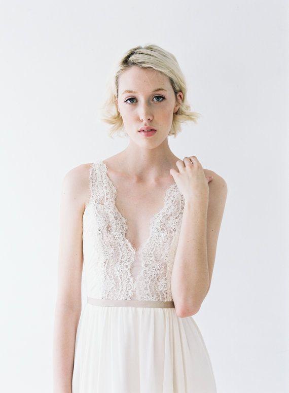 Nicolet / / un mariage robe avec dentelle et fronces par Truvelle