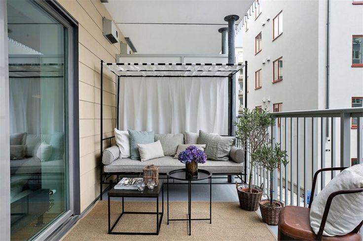 neutrale Farben für Stoffe und Metallmöbel am Balkon