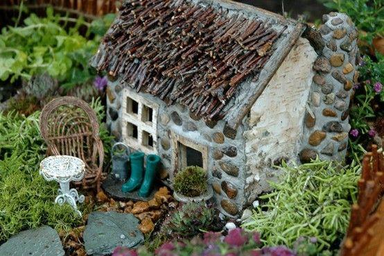Cute garden house.: Gardens Ideas, Cottages Gardens, Crafts Ideas, Fairies Gardens, Minis Gardens, Fairies Houses, Gardens House, Miniatures Gardens, Gardens Cottages