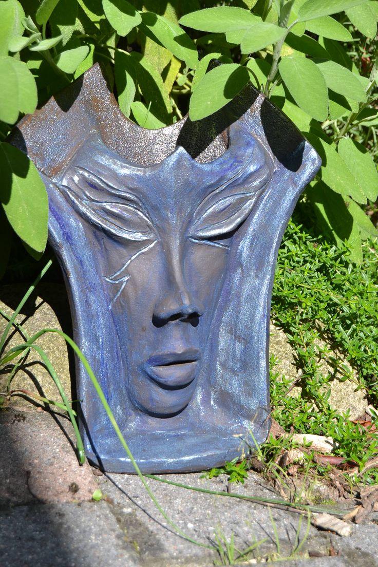Maske in blau komplett aus ton gearbeitet weitere for Gartenskulpturen aus ton