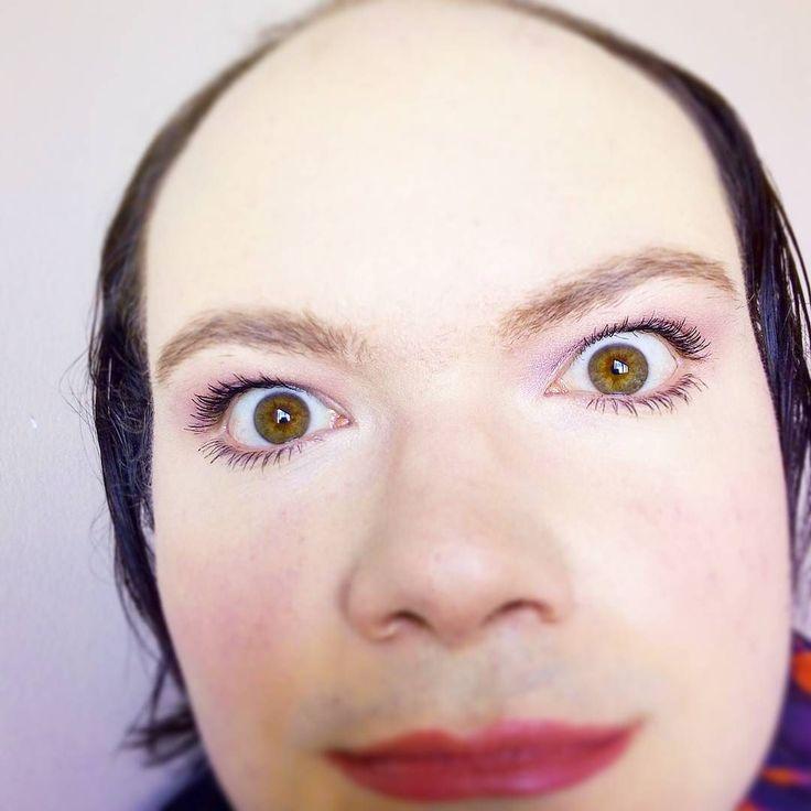 Comment trouvez vous ce mascara??  Pour savoir son petit nom rendez-vous sur Snap!! Pseudo: mandragore59va !!  #gay #mtf #queer #queen #makeup #youtuber #foliedouce #crazy