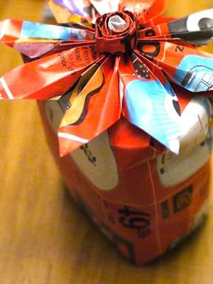 michele made me: Tutorial: Quick and Pretty Junk Mail Gift Bow