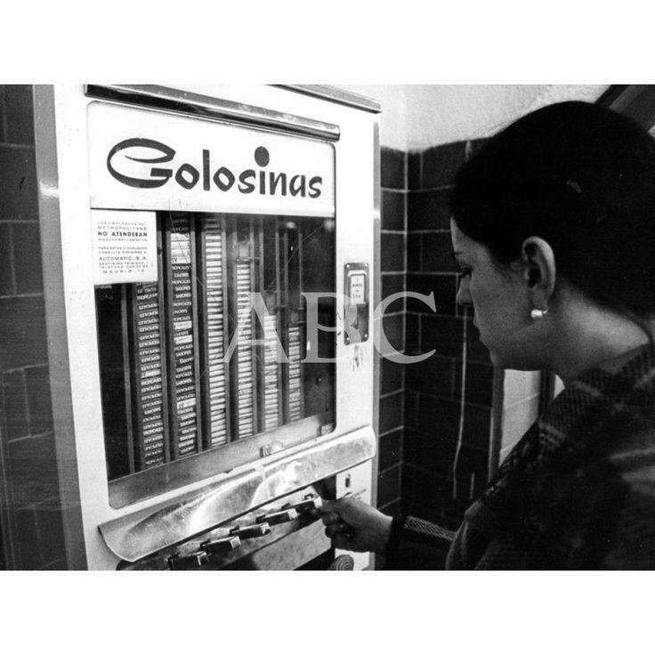 MAQUINA DE GOLOSINA EN EL METRO DE MADRID: 1965