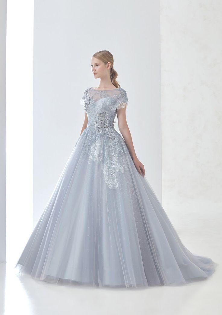 DRESS一覧   福岡ウェディングドレスのレンタル「レイジーシンデレラ福岡」 大柄のシャンテリーレースにシルバーレースを載せることで繊細な奥行き感を出したライトグレードレス。フレンチスリーブに小花の加工レースが乙女心をくすぐる一着です。