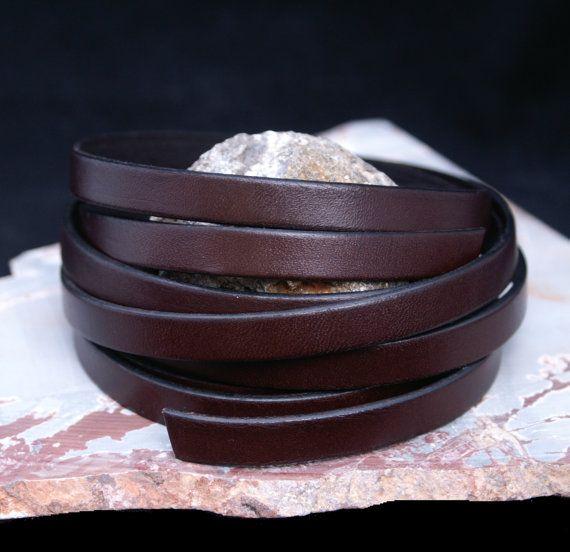 Cinturino in pelle marrone di Fudge, 10mm di larghezza, Eco Friendly in pelle Made in USA, venduto in 16 incrementi /Leather cinghie di cuoio  Cinturini in pelle fatti a mano da pelli organici e coloranti, fatti proprio qui in Florida. I nostri cinturini in pelle sono 100% naturali, piombo, cromo e come libero. Nostre cinghie di cuoio possono essere rigidi quando lo si utilizza in primo luogo, ma esso è diventato più morbido come si tocca e con il quotidiano indossare. I nostri cinturini…