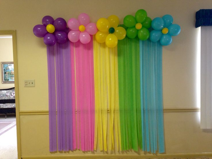 Cheap Background streamers and balloons