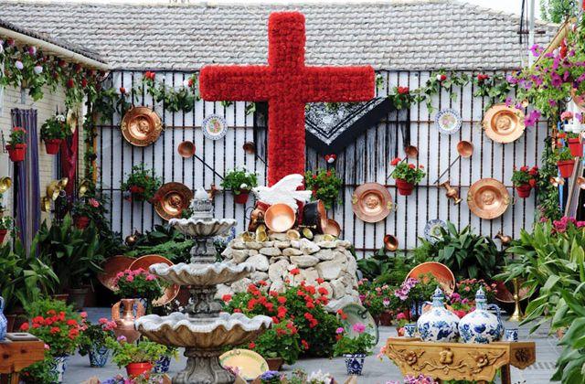 Cruces de Mayo in Granada