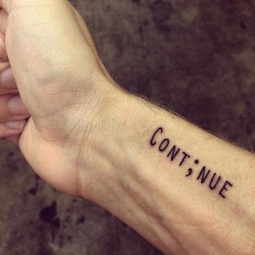 Se quer saber o significado das tatuagens de ponto e vírgula, confira o nosso artigo! #tatuagens #tattoo #ink