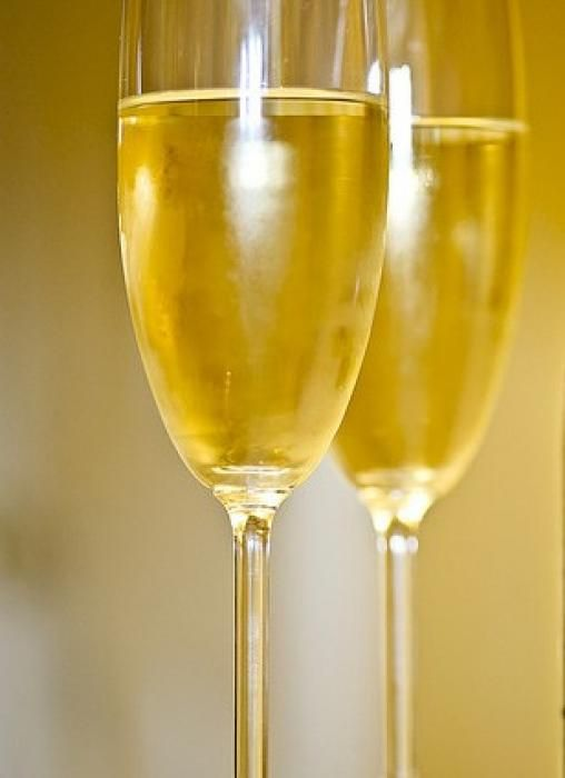 Le gingembre aurait, dit-on, des vertus aphrodisiaques... Pour la Saint-Valentin, nous vous proposons de préparer un cocktail champagne gingembre à servir à l'apéritif ou en accompagnement d'un gâteau au chocolat. par Audrey