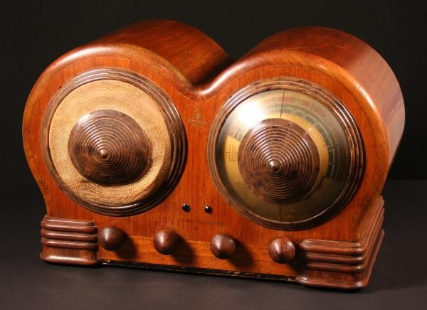 """Emerson's 1938 BD-197 """"Mae West"""" model was maybe the weirdest radio set of the classic era. No prizes for guessing the inspiration of designer Count Alexis De Sakhnoffsky."""