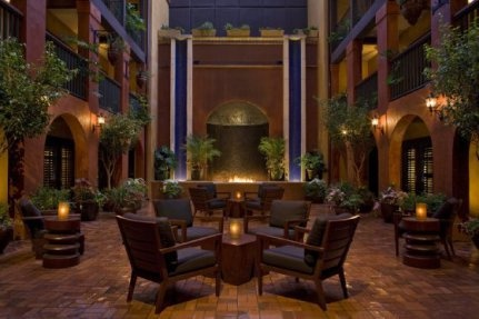 Waterwall, Hotel Valencia Courtyard (San Antonio Riverwalk)