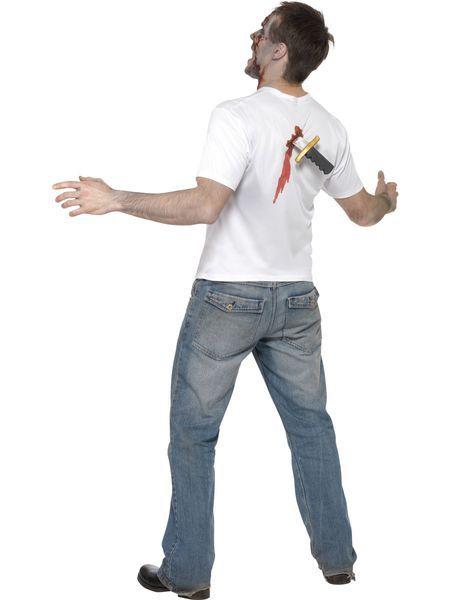 Naamiaisasu; Puukko selässä. Valkoisen t-paidan selkämykseen on isketty puukko kahvaa myöden. Suosittelemme naamiaisasua Halloweenin juhlintaan sekä muihin hulluttelua vaativiin tilanteisiin. Paita varmasti kääntää katseet ja heikkohermoisimmat alkavat näppäillä kännykästään hätäkeskuksen puhelinnumeroa. Sisältää: - t-paita puukolla