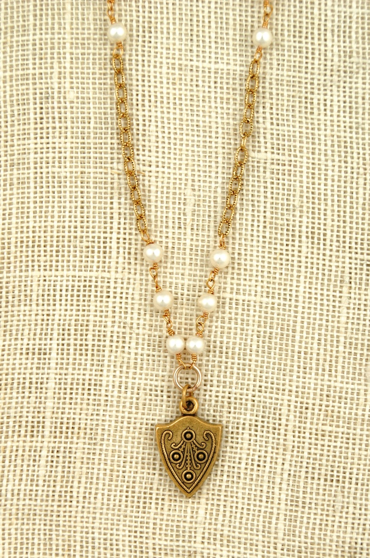 ExVoto Vintage Margaret necklace with pearls and small shield pendant