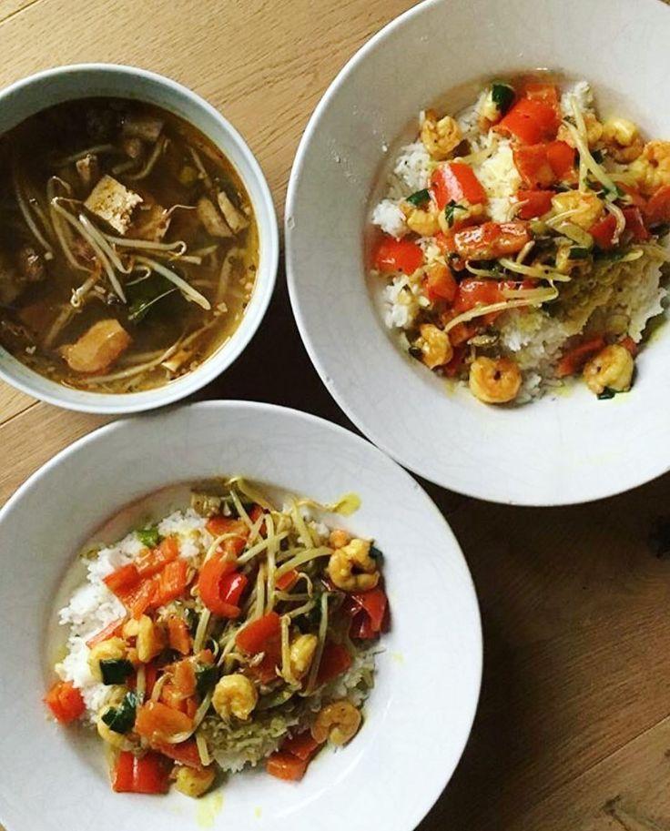 """Wenn unsere liebe @felinipralini_ mal wieder ein leckeres Curry mit unseren Chok Chai Produkten aufkocht...  Hast du gewusst dass #Zitronengras ein unersetzlicher Bestandteil der thailändischen Küche ist?  Und dass du HEUTE unser Zitronengras Gerebelt - Gewürzglas ab einem Einkaufswert von 1990 GRATIS geschenkt bekommst?!  Füg das Gewürzglas dann einfach zu deinem Warenkorb hinzu und verwende am Schluss den Gutscheincode """"1-zitronengras"""". .  Wenn du den Gutschein einlösen möchtest - der Link…"""