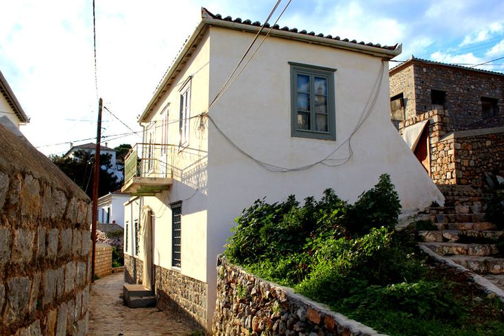 Property for sale in Agios Antonis / 4 Corners, Hydra, Greece. A two storey house, close to Four Corners and Agios Antonis. With lots of original features, this is a great traditional house.