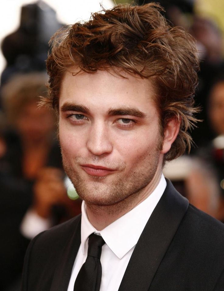 Robert Pattinson feels proud to see his sister in X Factor - http://www.celebritycart.com/robert-pattinson-feels-proud-see-sister-x-factor/