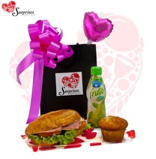 Desayuno corporativo Ideal. Hermoso regalo, para sorprender en cualquier ocasión, con estilo, le encantara. www.surprisesbogota.com tel: 4380157 Cel: 3123750098