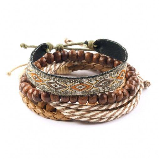 Mannen! Ga eens voor een leuke set armbanden. Met deze zomerse armbanden met kralen en aztec print geef je je outfit iets extra's.