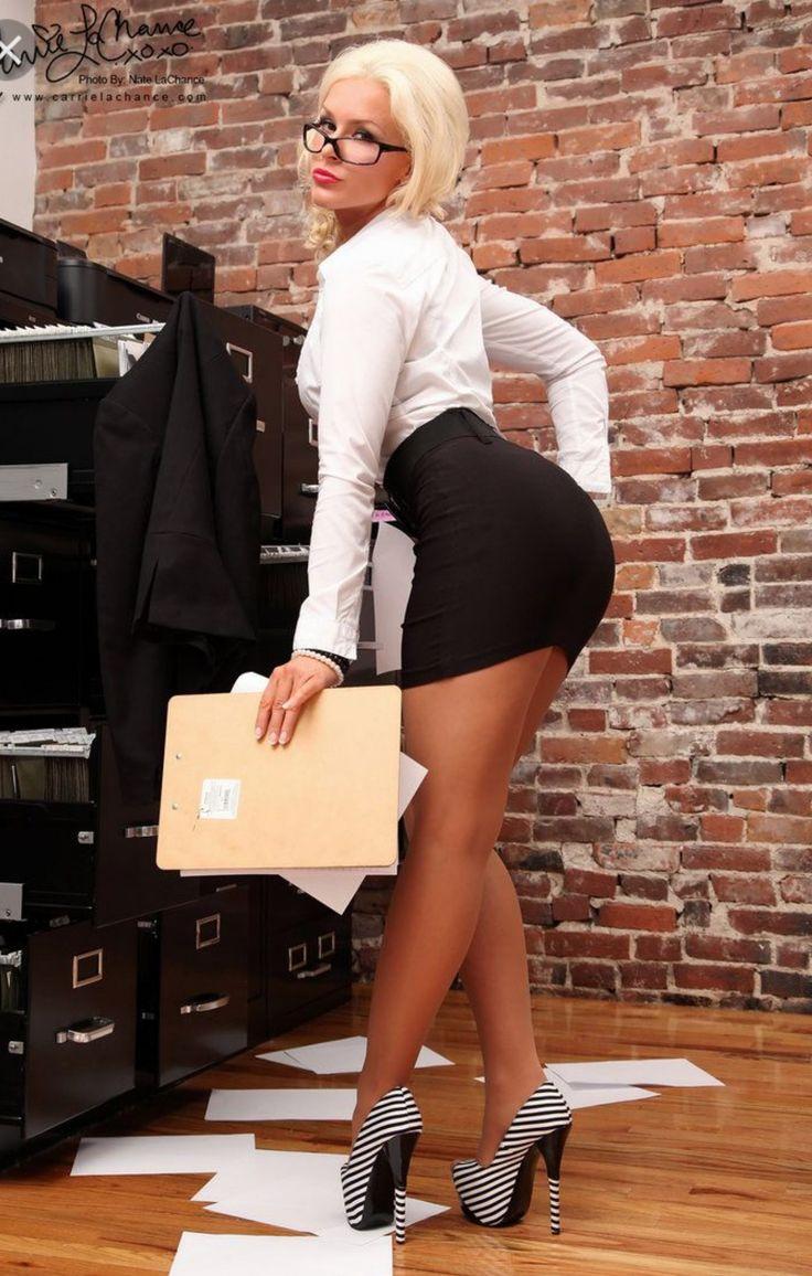 Секретарша в обтягивающих юбках, келли стар порно ролики