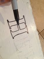 How to transfer text to wood without a stencil #DIY #woodsigns