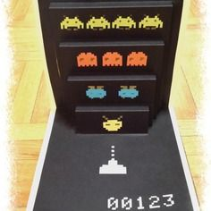 Carte motif space invaders en kirigami (jeu aliens)