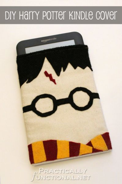DIY Harry Potter Kindle Covers: A step by step tutorial to make your own kindle cover with felt embellishments!